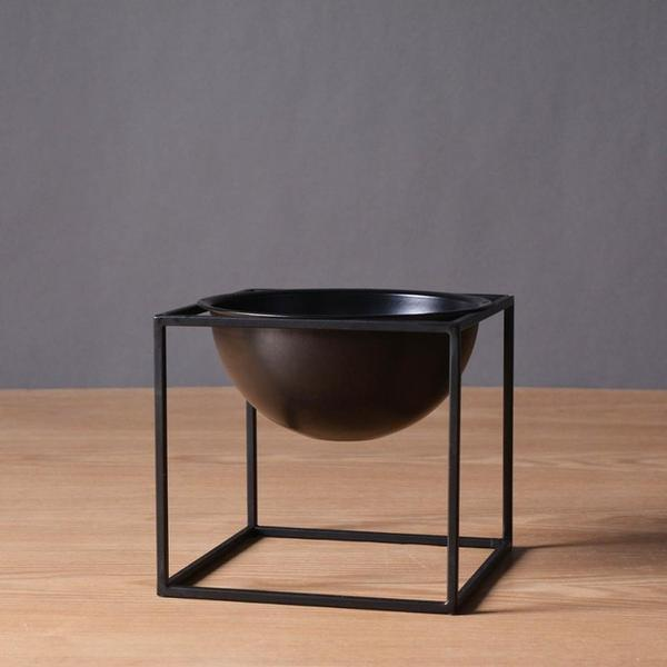 BW Cube by Henry Jacobsson / Plant Pot Vase True Black / Small