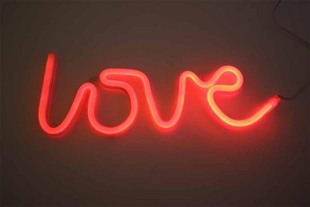 Superstar Love me NOW Wall/Desk Lamp Table/Wall lamp Love red