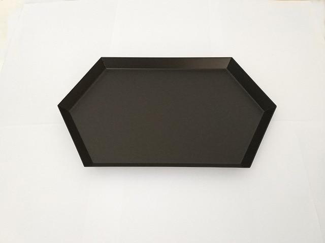 Polygon by Henry Jacobsson Tray Deep black / L